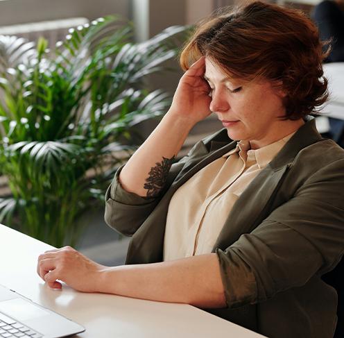 a woman having headache